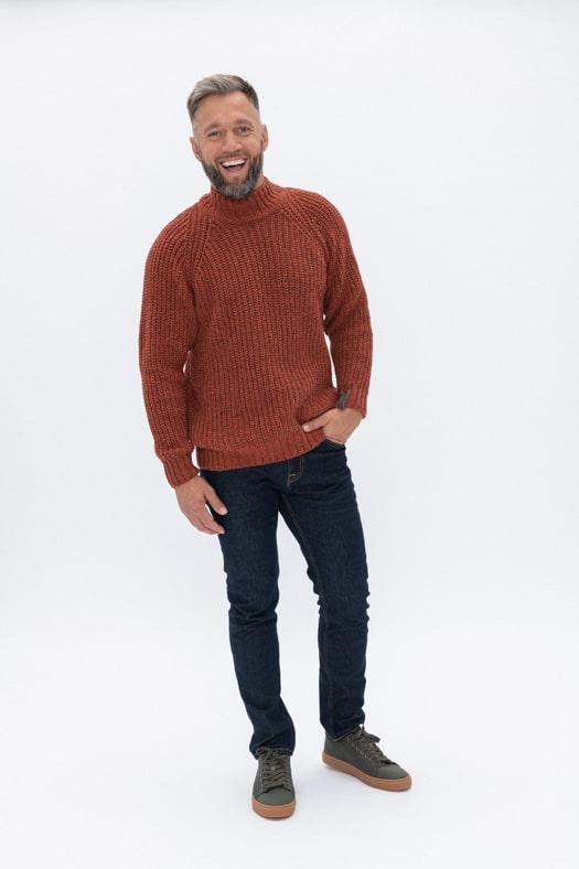 Simplistinis vilnos megztinis aukštesne apykakle