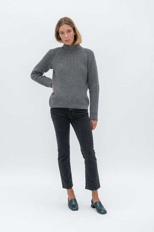 Minimalistinis merino vilnos megztinis aukštesniu kaklu/betono pilka