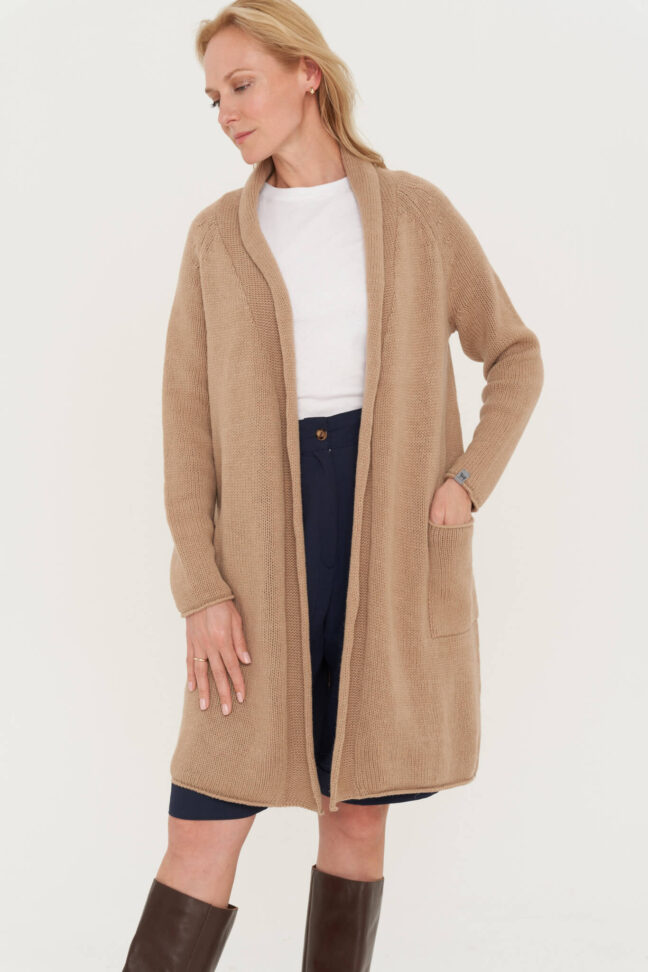 minimalistinis natūralios vilnos megztinis