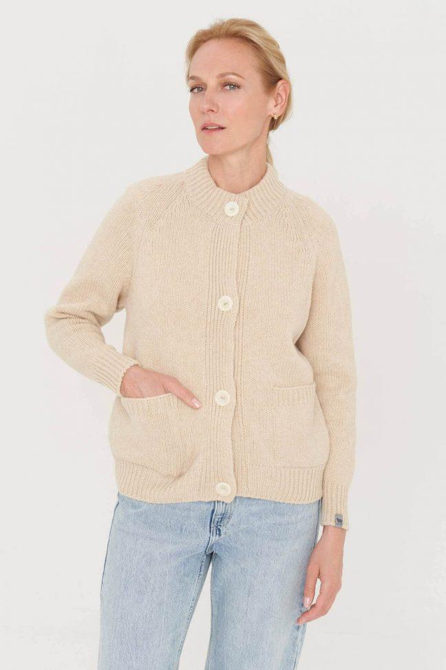 pastelinės spalvos vilnonis megztinis