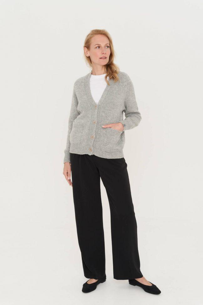pilkas merino vilnos megztinis su sagomis