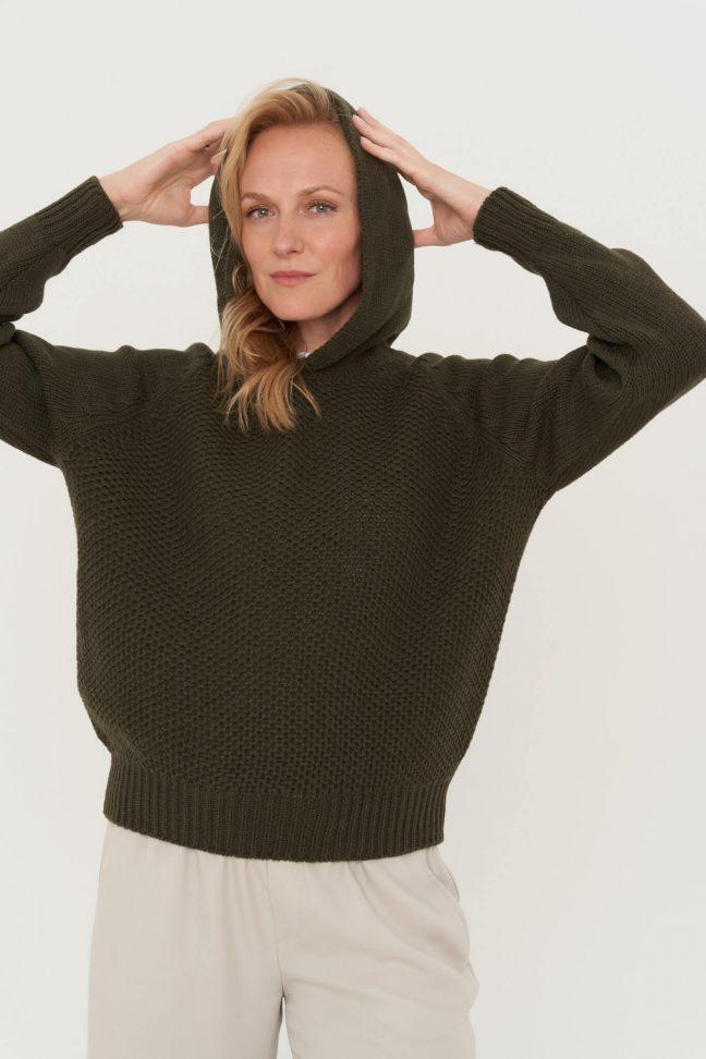 švelnios vilnos džemperis su kapišonu